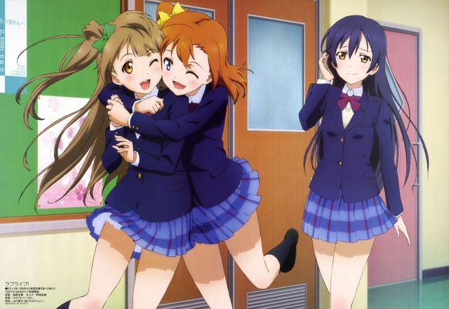 Honoka and Kotori with a supportive Umi