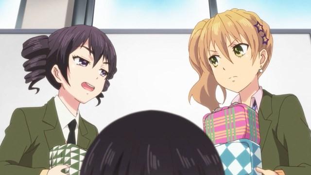 Himeko rubbing it in Yuzu's face.jpg