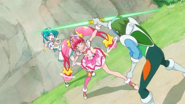 Cure Star protecting Lala and Fuwa.jpg